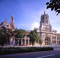 Apsley House and Victoria and Albert Museum
